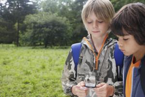 enfants en activité dans la nature
